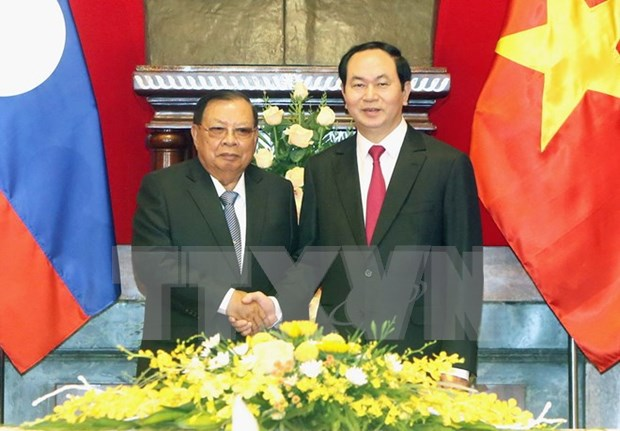 Lao press highlight Party chief's visit to Vietnam hinh anh 1