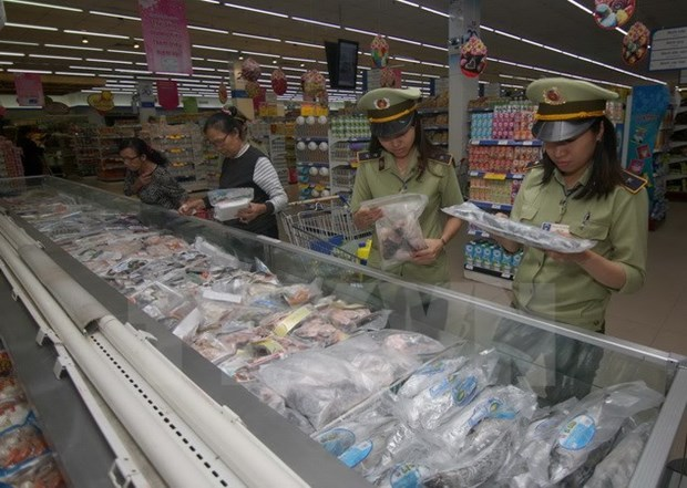 Hanoi: Nearly 700 food safety violations detected in five months hinh anh 1