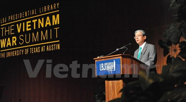 Vietnamese top diplomats meet Texas firms hinh anh 1
