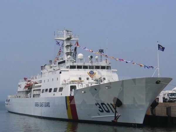 Korean training vessel docks in Da Nang, starts Vietnam visit hinh anh 1