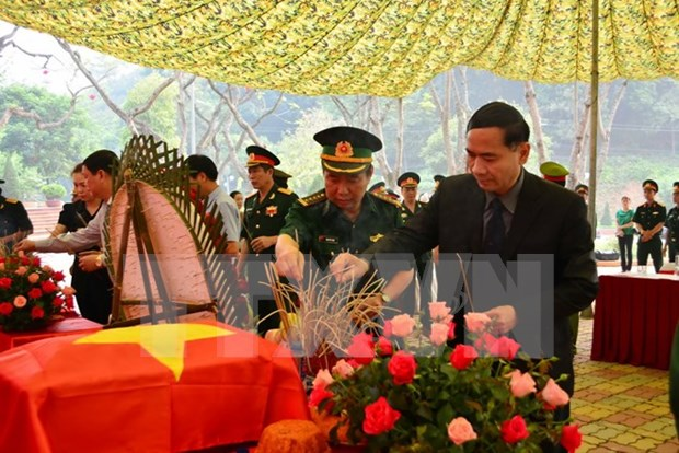 Martyrs' remains repatriated from Laos hinh anh 1