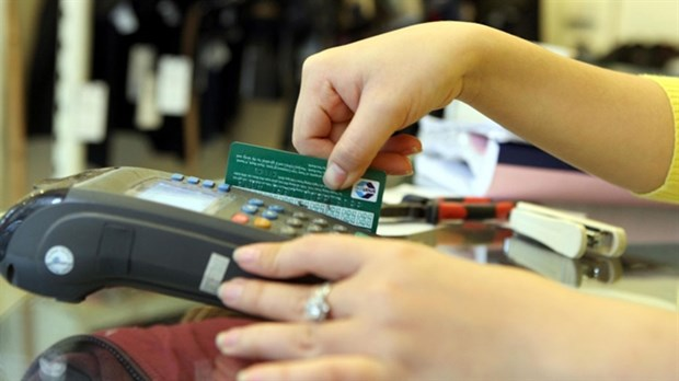 SBV urges banks to switch to chip cards hinh anh 1