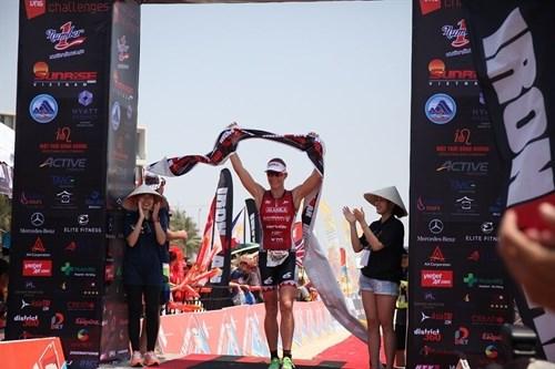 Steffen triumphs at Ironman 70.3 hinh anh 1
