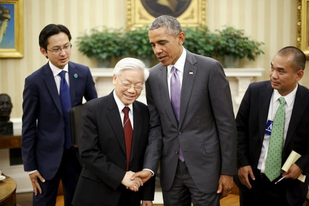 US President considers whether to lift arms embargo on Vietnam hinh anh 1