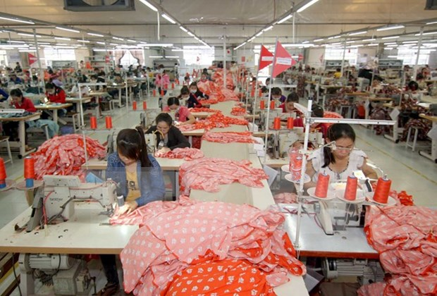 Apparel, footwear exporters enjoy upbeat turnover in four months hinh anh 1