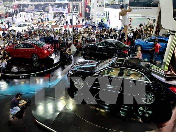 Car sales record 42 percent annual surge in April hinh anh 1