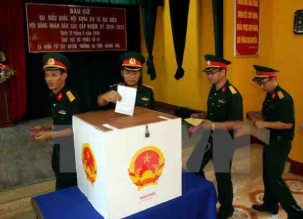 Truong Sa voters go to the polls early hinh anh 1