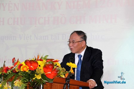 Overseas Vietnamese remember Ho Chi Minh's birthday hinh anh 1