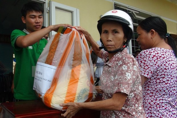 Quang Tri supports farmers affected by mass fish deaths hinh anh 1