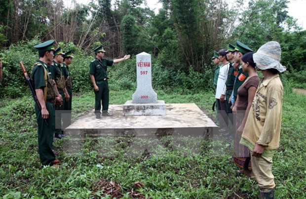 Project on fostering Vietnam-Laos border management reviewed hinh anh 1