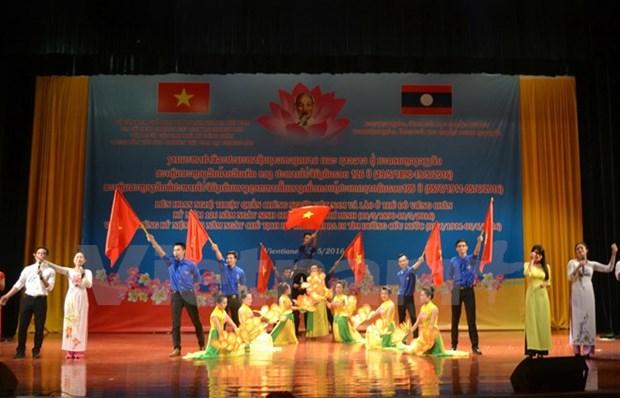 Vientiane hosts Vietnam-Laos amateur art programme hinh anh 1