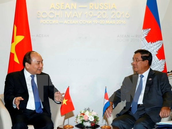 PM holds bilateral meetings on ASEAN-Russia summit sidelines hinh anh 1