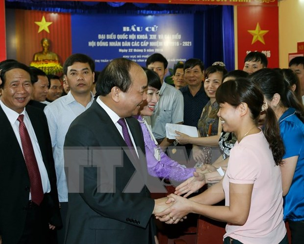Leaders join voters in general election hinh anh 4