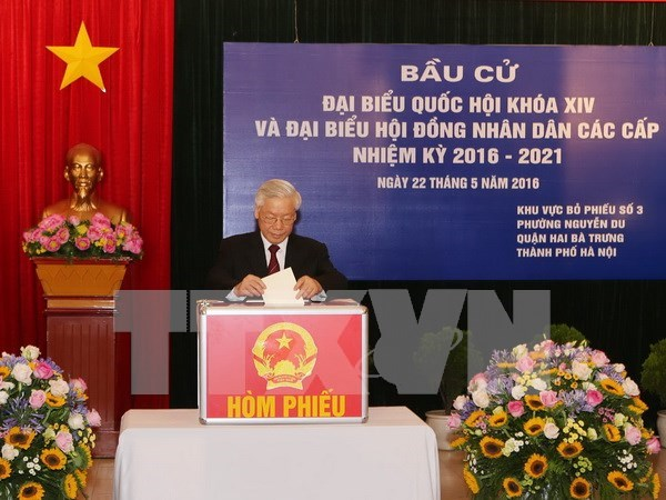 Leaders join voters in general election hinh anh 1