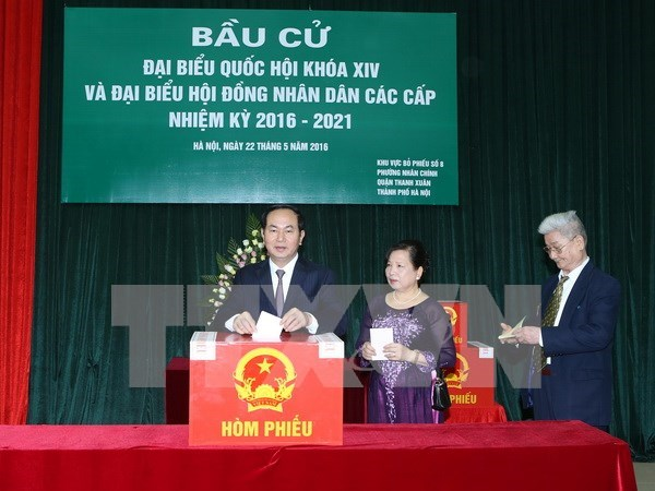 Leaders join voters in general election hinh anh 2
