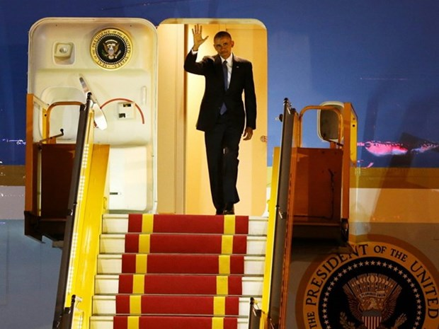 President Obama arrives for three-day visit hinh anh 1