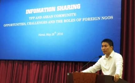 Talk seeks ways to improve NGOs' aid activities hinh anh 1