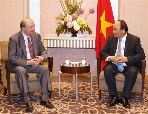 Prime Minister meets Mitsubishi leader in Japan hinh anh 1