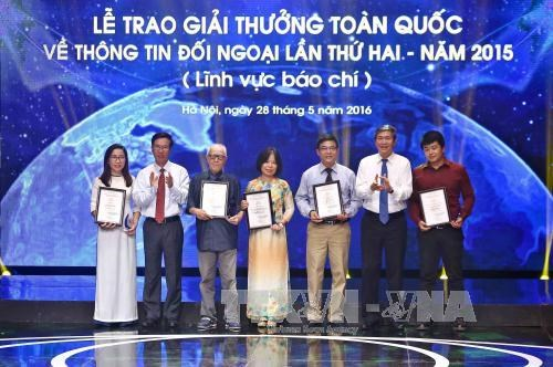 National External Information Service Awards 2015 presented hinh anh 1