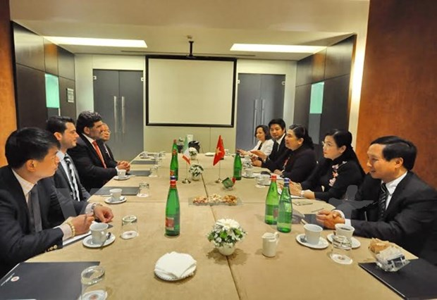 Vietnam strengthens links with Italy's communist parties hinh anh 1