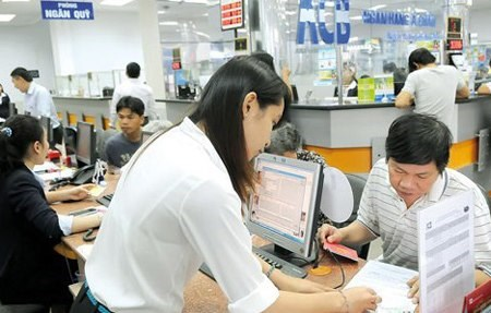 Banks cut deposit rates for first time this year hinh anh 1