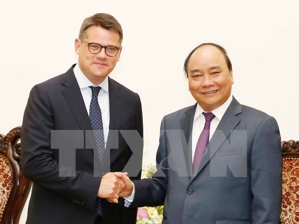 PM hosts German, Cuban science ministers hinh anh 1