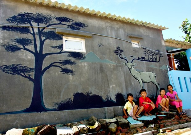 Project to fill Tam Ky with wall art hinh anh 1