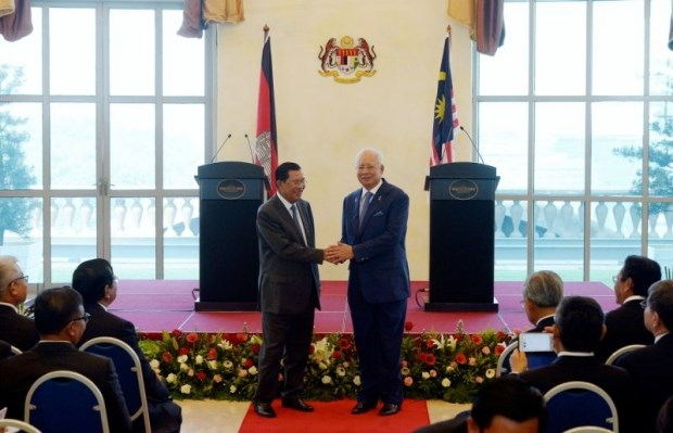 Cambodian Prime Minister pays official visit to Malaysia hinh anh 1
