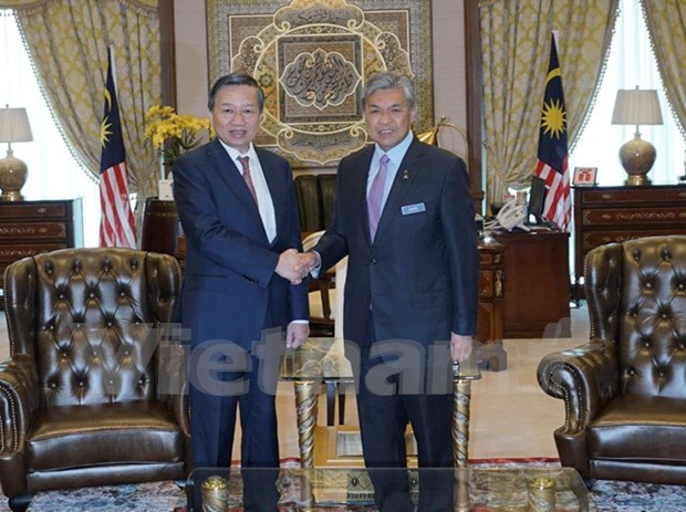 Vietnam, Malaysia solidify security connections hinh anh 1