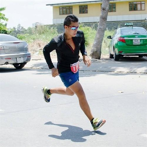 Vietnamese athlete wins Phu Quoc International Marathon hinh anh 1