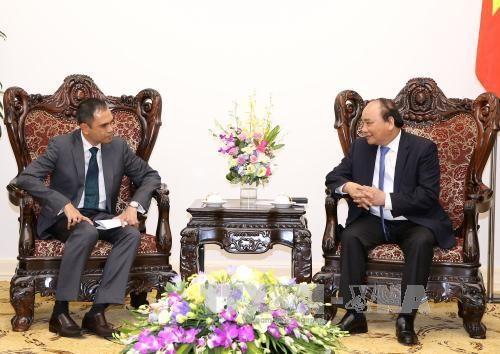 Prime Minister hosts Malaysian, Thai ambassadors hinh anh 1