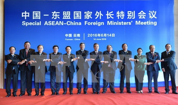 Press statement of ASEAN FMs at meeting with China FM hinh anh 1