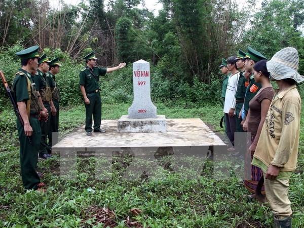Vietnam, Laos provinces review border marker planting project hinh anh 1