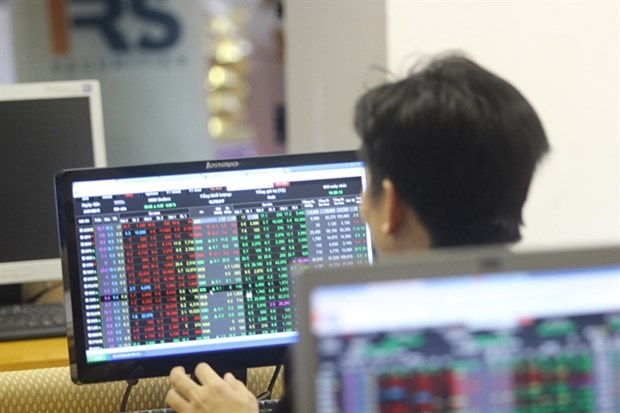 Vietnam's stocks suffer after oil prices drop hinh anh 1