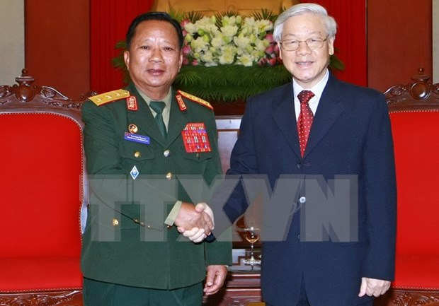 Party chief hails Lao Defence Minister's visit to Vietnam hinh anh 1