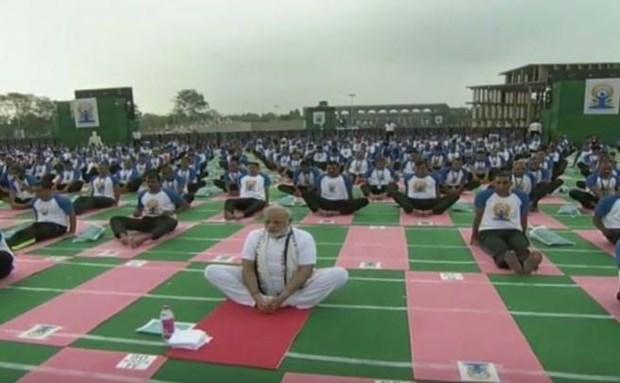 Vietnam Ambassador joins India's celebration of Int'l Yoga Day hinh anh 1