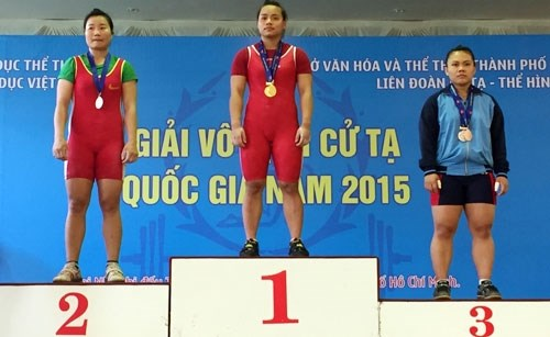 Two Vietnamese lifters compete at junior world champs hinh anh 1