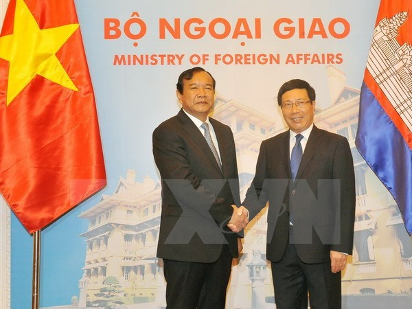 Cambodian FM keen on increased ties with Vietnam hinh anh 1