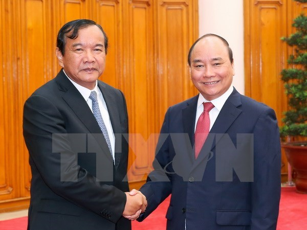 PM requests promoting Vietnam-Cambodia cooperation mechanisms hinh anh 1
