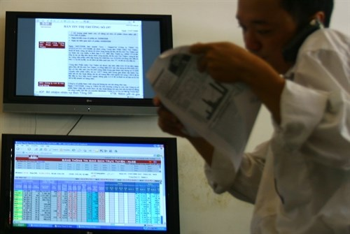Local stocks mixed as Brexit vote loom hinh anh 1