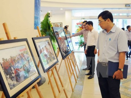 VNA displays photos on Truong Sa archipelago hinh anh 1