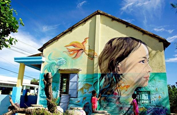 Mural art revitalises central fishing village hinh anh 1