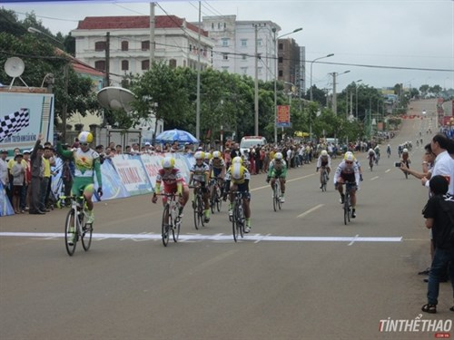 That wins first stage of national women's cycling tournament hinh anh 1