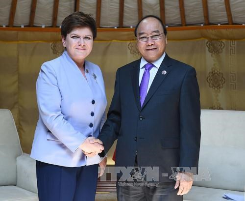 PM Nguyen Xuan Phuc active on ASEM sidelines hinh anh 6