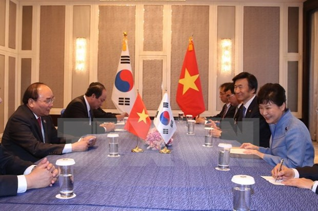 PM Nguyen Xuan Phuc active on ASEM sidelines hinh anh 3
