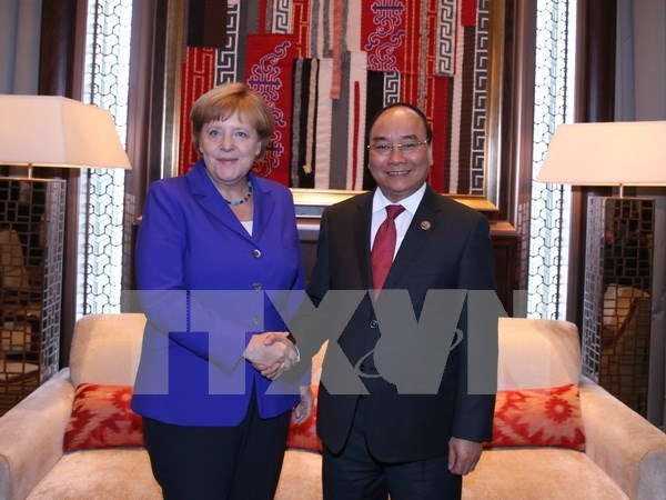 PM Nguyen Xuan Phuc active on ASEM sidelines hinh anh 4