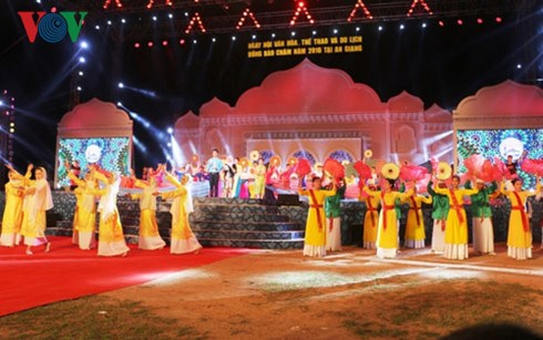Cham Culture, Sports and Tourism Festival opens in An Giang hinh anh 1