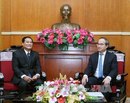 VFF President hosts Lao Front official hinh anh 1