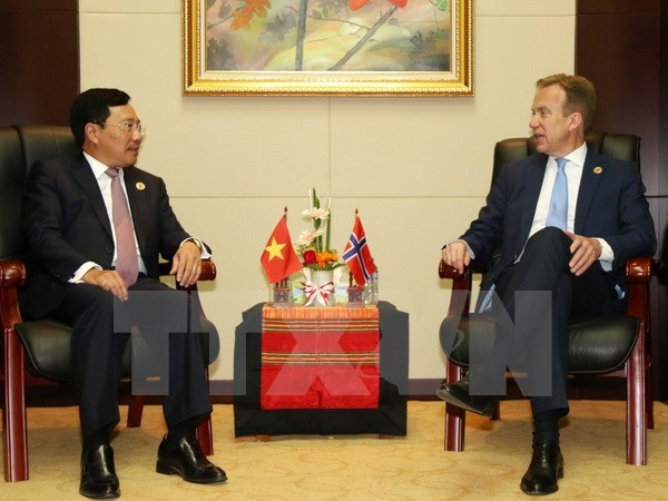 Deputy PM meets Norwegian, New Zealand, Canadian FMs hinh anh 1