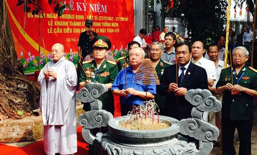 Monument to Vietnamese volunteer soldiers in Cambodia launched hinh anh 1